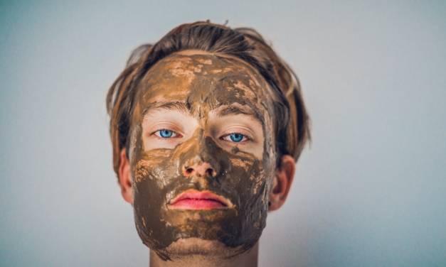 Argila verde – un produs cosmetic menit sa te lase… masca
